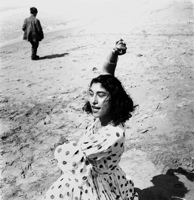 Зажигательный танец цыганской девушки.