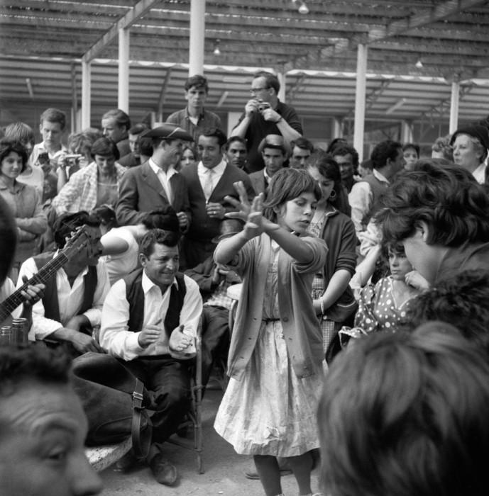 Ежегодный фестиваль, который проводится 24 и 25 мая в Сент-Мари-де-ла-Мер наполняют толпы цыган, выпрашивающие помощи у своей небесной покровительницы Святой Сары.
