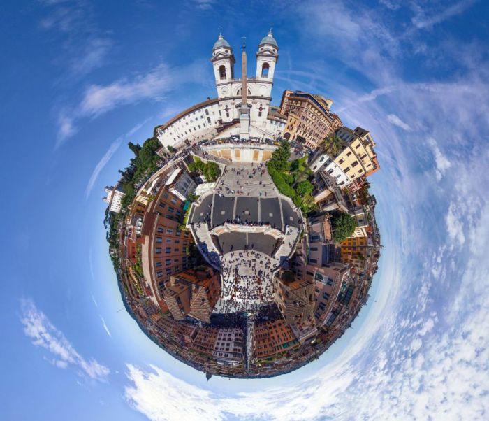 Один из старейших городов мира, древняя столица Римской империи.