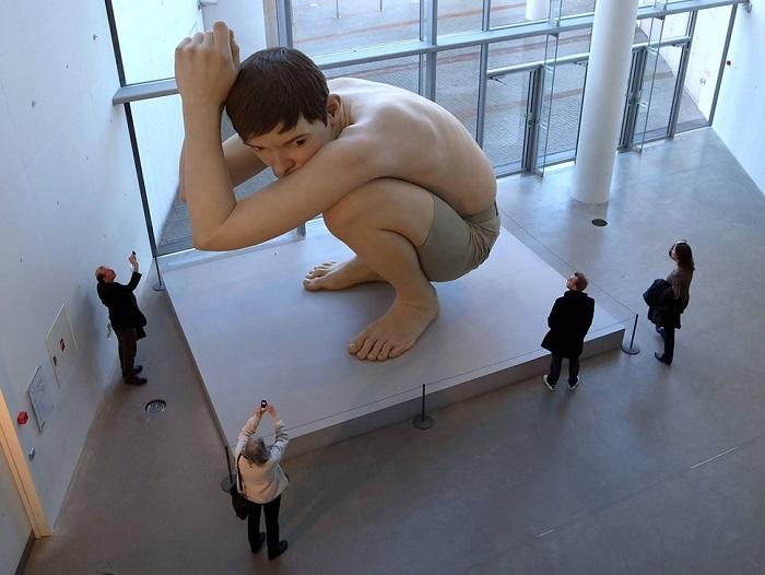 Работа скульптора-гиперреалиста Рона Мьюека.
