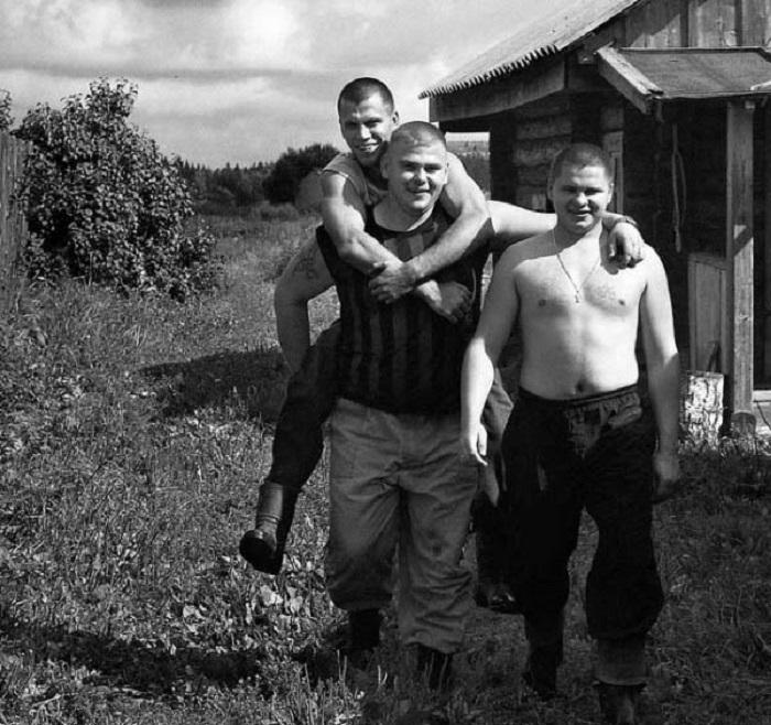 Первые парни на деревне.