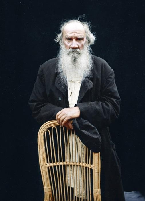 Русский писатель и мыслитель граф Лев Николаевич Толстой в преклонных годах.