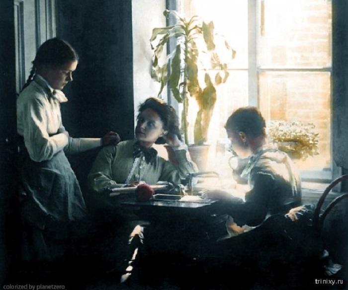 Члены семьи художника и основоположника жанра художественной фотографии Андрея Осиповича Карелина.