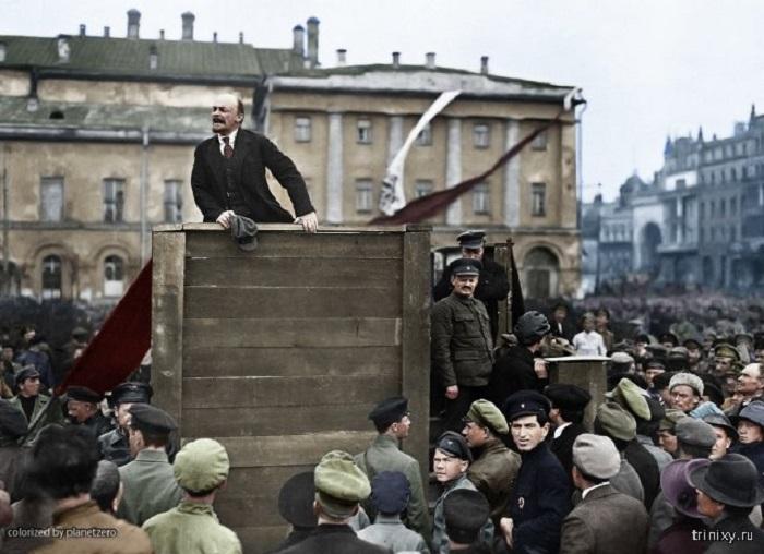 Выступление Владимира Ильича Ульянова (Ленина) с речью к красноармейцам, отправляющимся на Польский фронт.