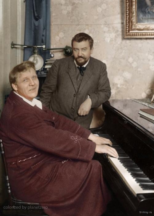 Выдающийся писатель Александр Иванович Куприн в гостях у известного певца Федора Ивановича Шаляпина.