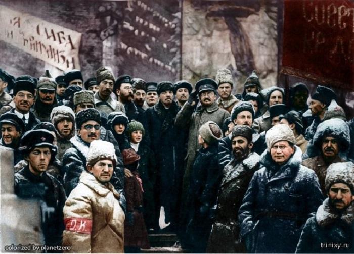 Владимир Ильич Ленин с соратниками во время празднования второй годовщины Октябрьской революции.