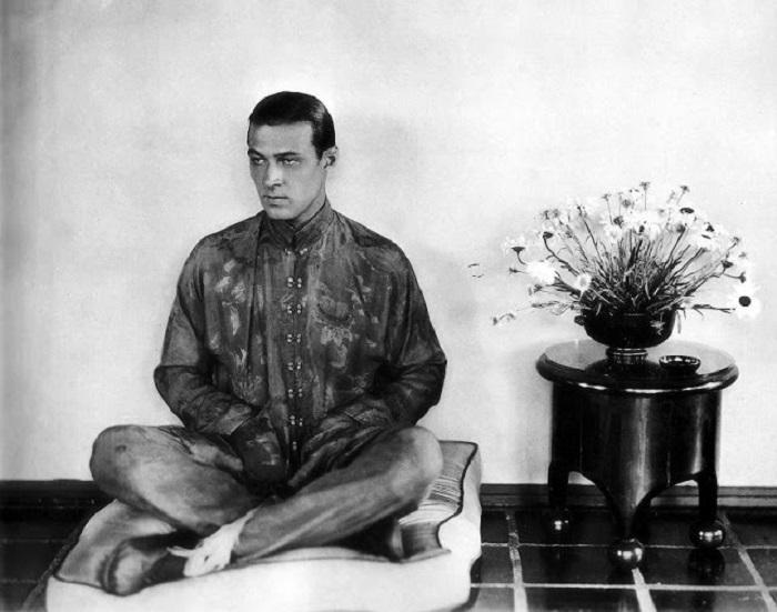 Портретная фотография знаменитого американского актёра.