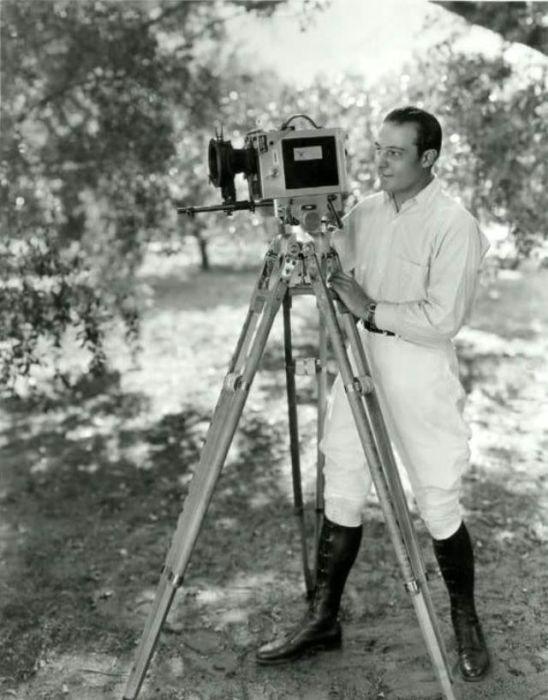 Валентино в роли непосредственного помощника главного оператора.