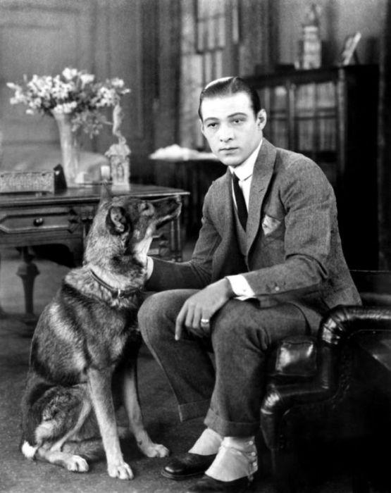 Легендарный Рудольф Валентино, который снялся всего лишь в пятнадцати фильмах.