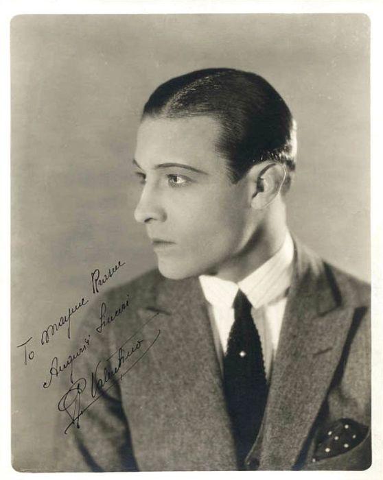 Портретная фотография с автографом Рудольфа Валентино.