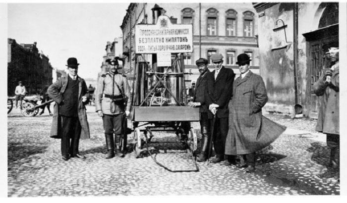 Первый прототип нынешних мобильных кофеен на колесах, 1909 год.