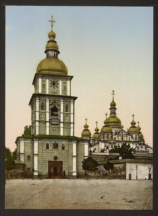Был первым храмом с позолоченным верхом, Киев, 1830-е годы.