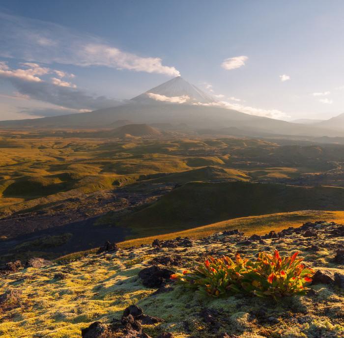Ключевской вулкан на закате. Автор фотографии: Антон Ростовский (Rostovskiy Anton).