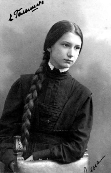 Лена - дочка профессора Николая Егоровича Жуковского.