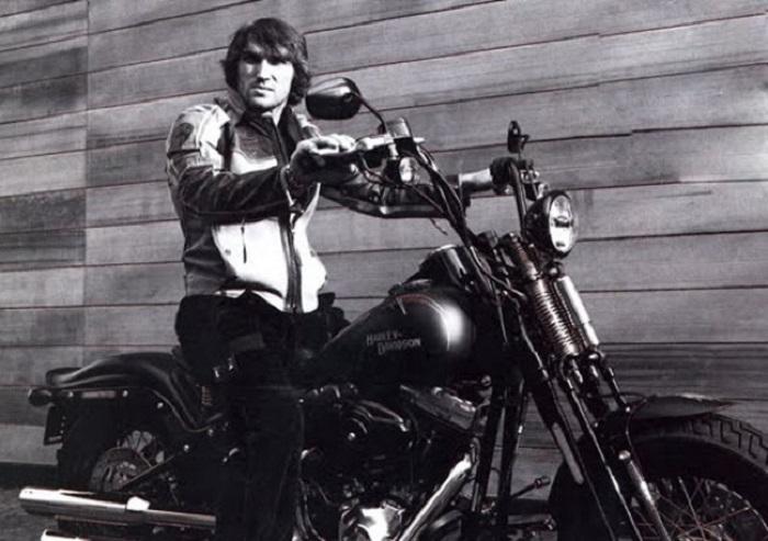Александр Овечкин за рулем Harley-Davidson.