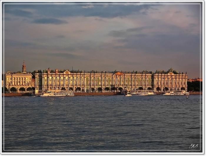 Самый большой дворец в Петербурге.