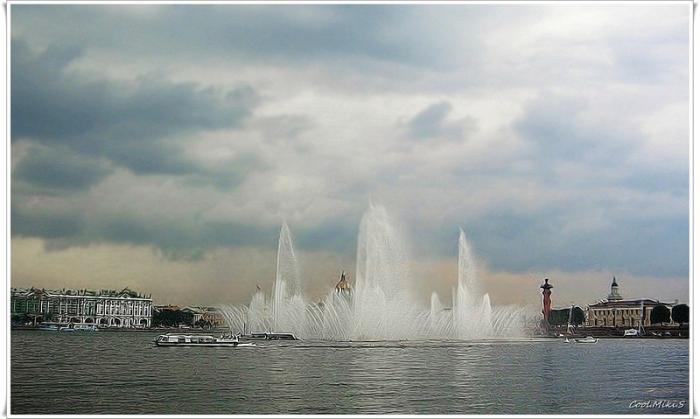 «Плавучий фонтан», который появлялся в летнее время на Стрелке Васильевского острова.