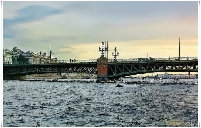 Существует легенда, что заслуженный летчик-испытатель Валерий Чкалов для завоевания сердца своей невесты совершил дерзкий полет под Троицким мостом, едва не коснувшись колесами воды.
