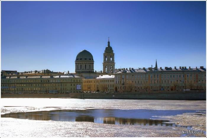 Православный храм в Санкт-Петербурге на Васильевском острове, строительство которого продолжалось 12 лет и велось главным образом на частные пожертвования.