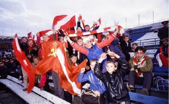 Московские болельщики «Спартака» - одной из самых популярных футбольных команд страны (1987 год).
