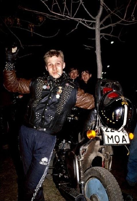 Один из участников слета советских байкеров в 1989 году.