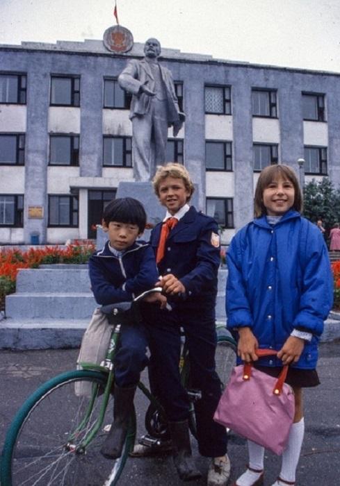 Советские учащиеся из города на дальнем Востоке - Южно-Сахалинска (1989 год).