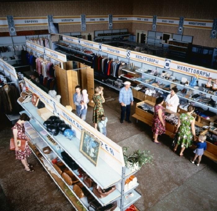«Большой» советский супермаркет в Ростовской области в 1983 году.