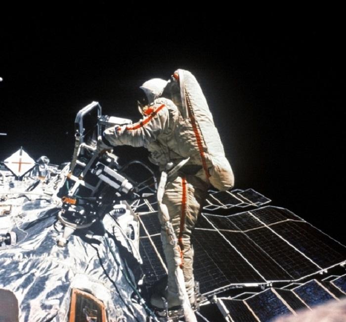 Советский космонавт Светлана Савицкая стала первой в мире женщиной, которая вышла в открытый космос (1984 год).