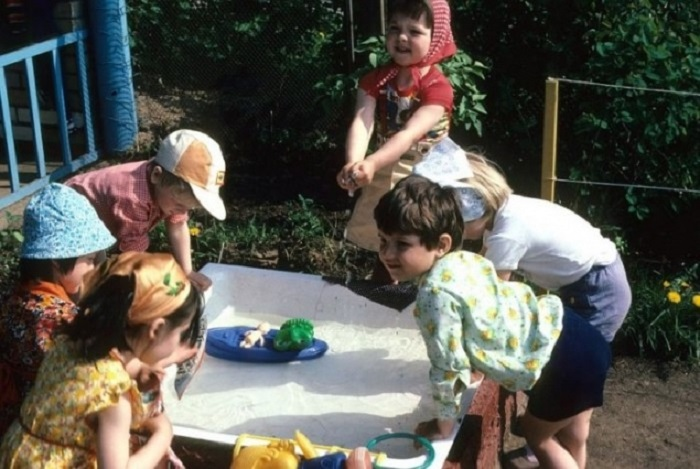 В детских садах в СССР были самые добрые воспитательницы, самая вкусная еда, самые интересные игрушки.