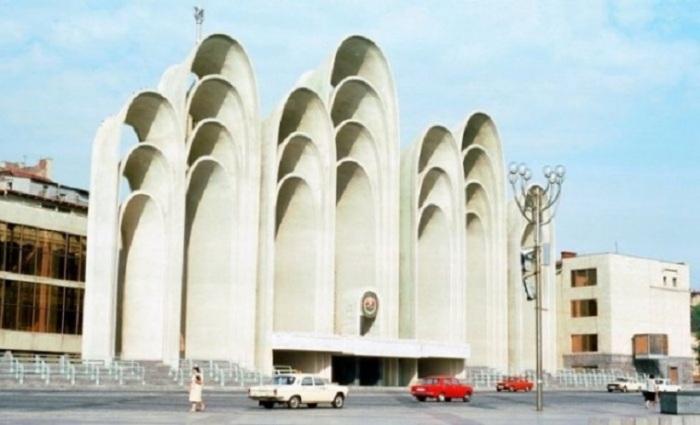 Пространственная аркада трибун на пл. Республики, Тбилиси, Грузия, 1985 год.