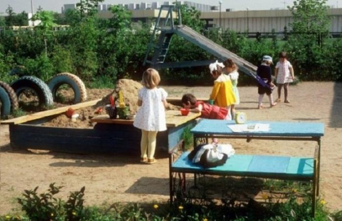 Детские сады в СССР не были переполнены. Место, в ближайшем к месту жительства, детском саду всегда было.