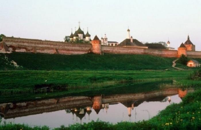 Мощная крепость Владимирской земли и города Суздаль.