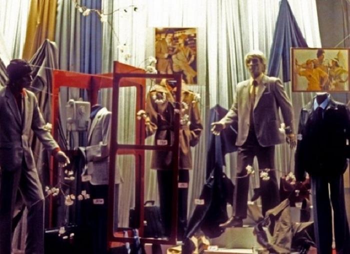 Модные витрины ГУМа - образцового советского магазина.