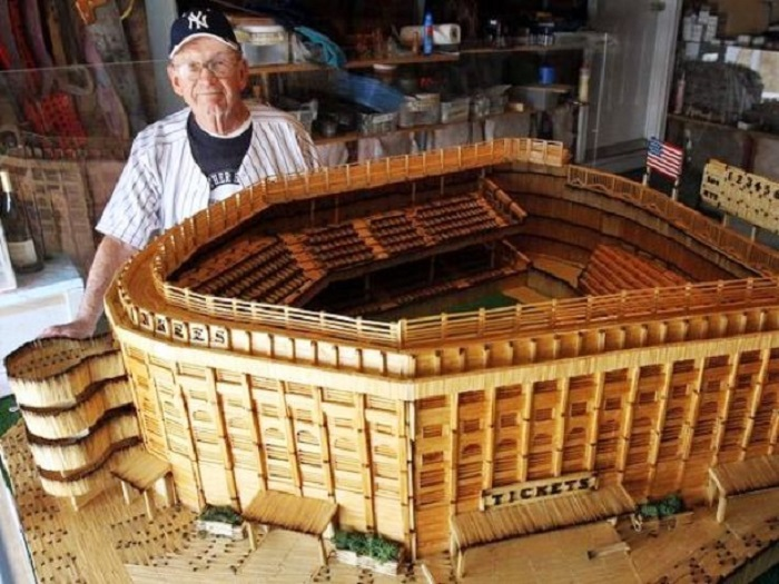 Стадион открыт 18 апреля 1923 года и являлся самым большим сооружением подобного рода в стране.