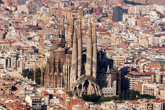 Главная достопримечательность Барселоны.