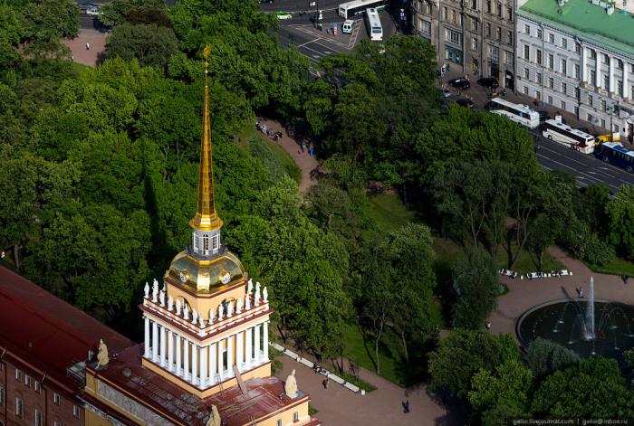 Комплекс адмиралтейских построек в Санкт-Петербурге на 2-м Адмиралтейском острове, расположенный на берегу реки Невы.