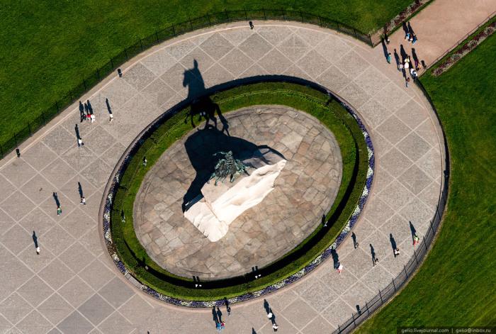Памятник Петру Первому «Медный всадник», поставленный Екатериной II.