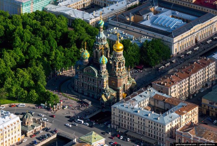 Православный мемориальный храм, сооружённый в память о том, что на этом месте 1 марта 1881 года в результате покушения был смертельно ранен император Александр II.