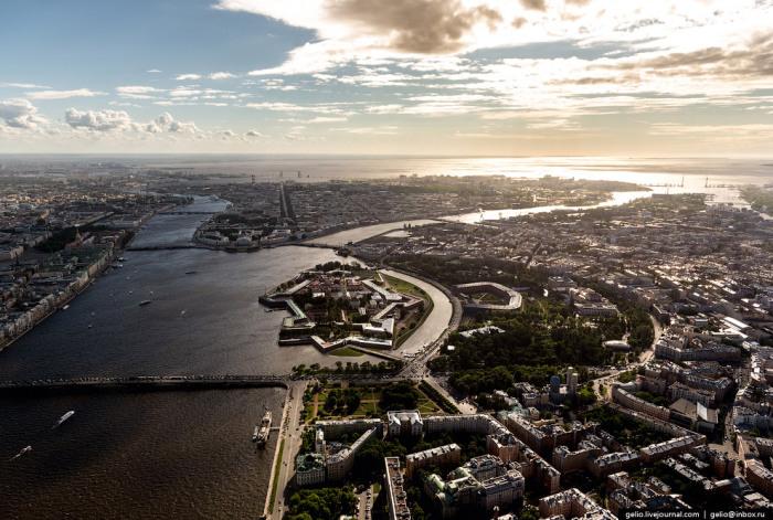 Санкт-Петербург — важнейший туристический центр страны.