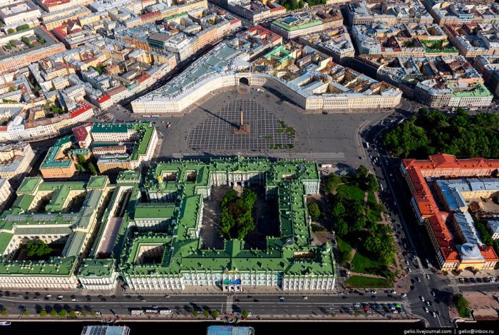 В прошлом главный императорский дворец России.