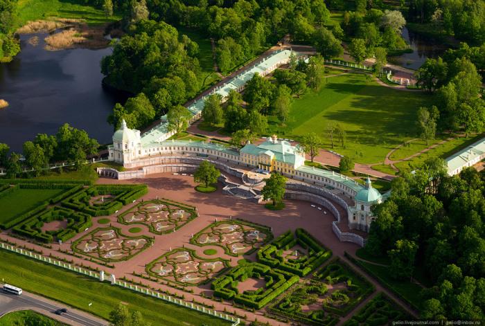 Единственный дворцово-парковый ансамбль петровского времени, сохранившийся до наших дней.