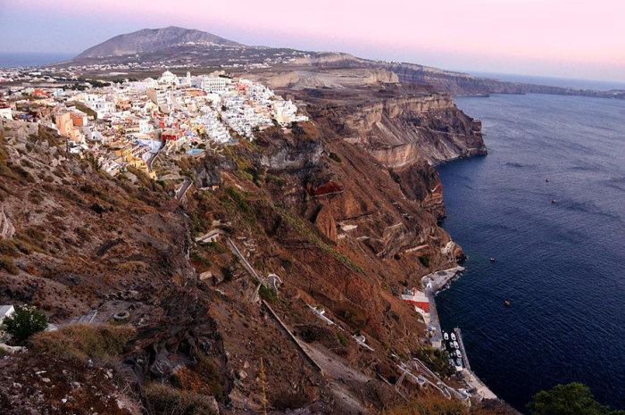Наивысшей точкой острова является пик Санторини.