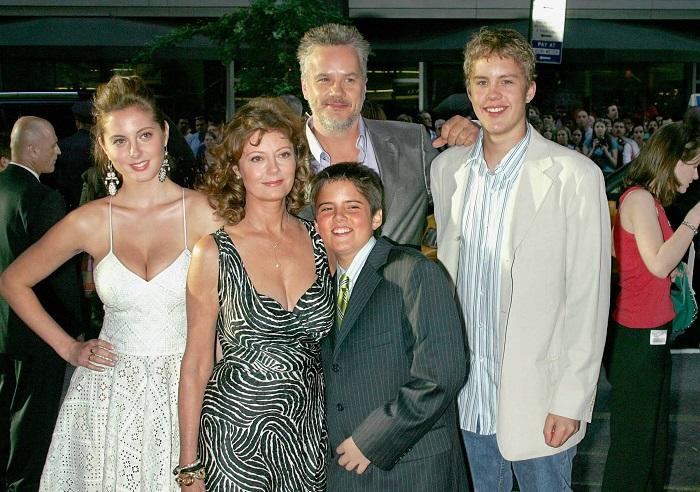 У Сьюзан Сарандон трое детей, и всех она родила довольно поздно - в 39 дочь Еву, в 42 - Джека Генри и в 45 – Майлза. /Фото: peoples.ru