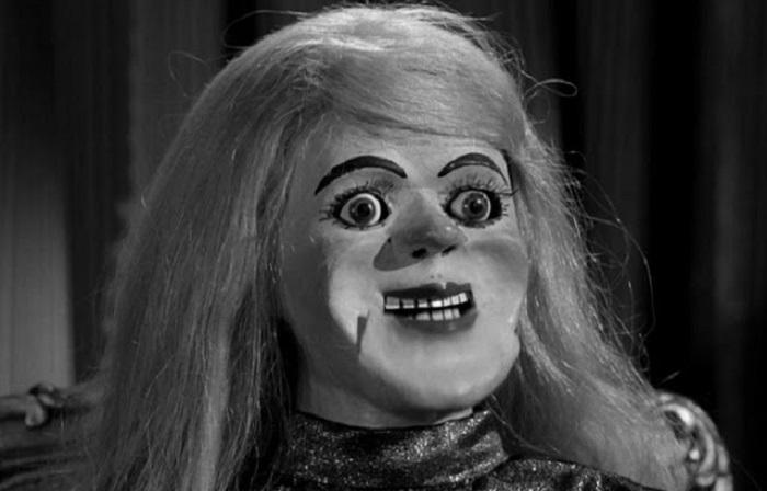Блондинка из фильма ужасов.