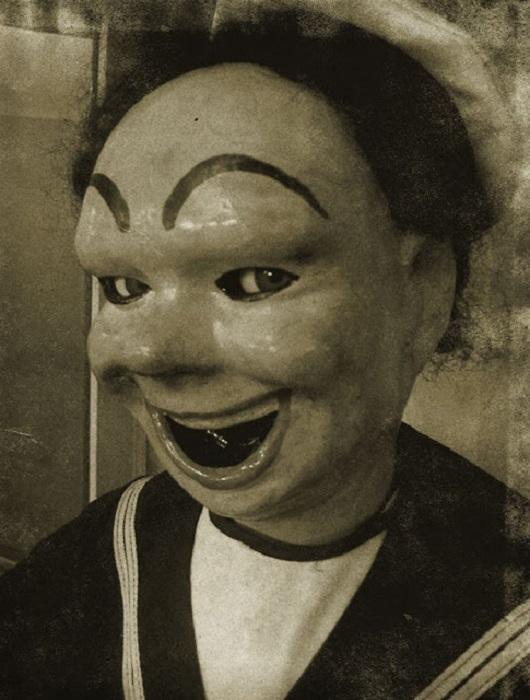 В этой кукле таится что-то такое, что пугает человека с первого взгляда.