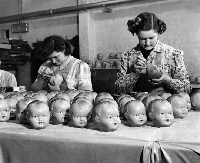 Серийно производство устрашающих кукол.