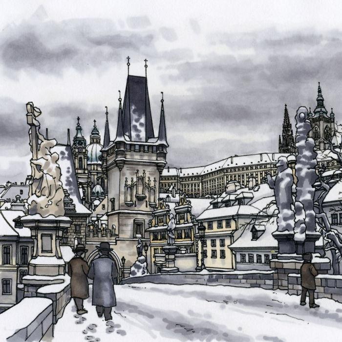 Покрытый снегом средневековый арочный мост через реку Влтаву – одна из главных архитектурных и исторических достопримечательностей города.