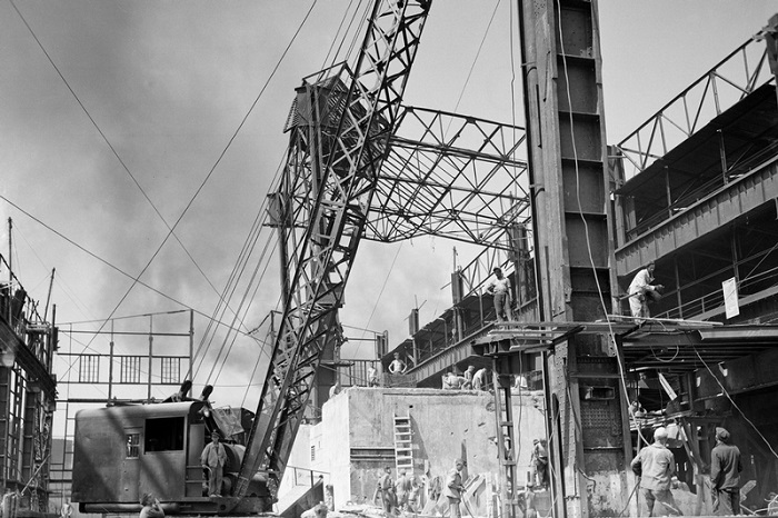 Восстановление из руин завода Днепроспецсталь в Запорожье.