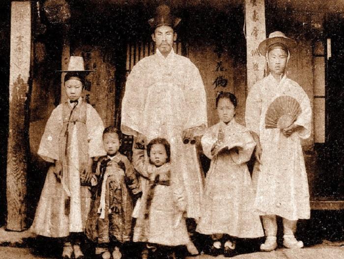 В национальных корейских костюмах, Сеул, 1903 год.