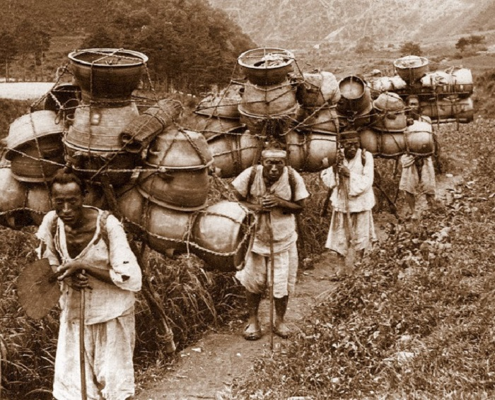 Керамические изделия изготавливались в горных районах Кореи.